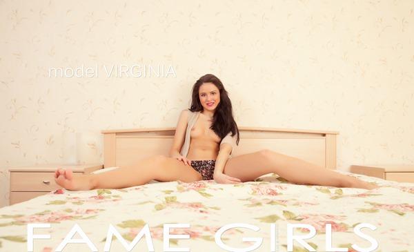 fame-girls-spreading-her-legs